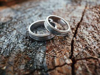 wedding rings on block of wood